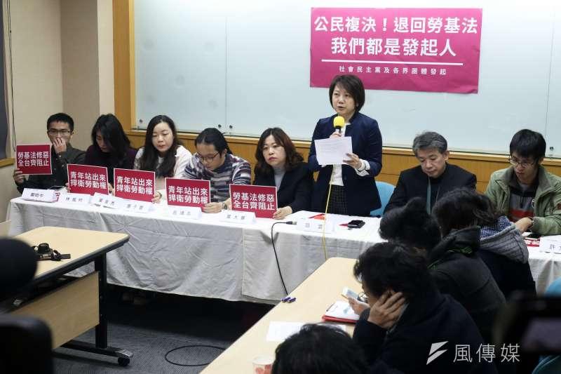 20180112-社民黨與民團上午召開「公民複決!阻止勞基法倒退修法」聯合記者會。(蘇仲泓攝)