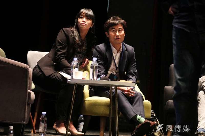 20180125-韓國慶熙大學教授李澤光(右)晚間出席「想像力奪權 思辨之夜」活動,並於會中分享。(蘇仲泓攝)