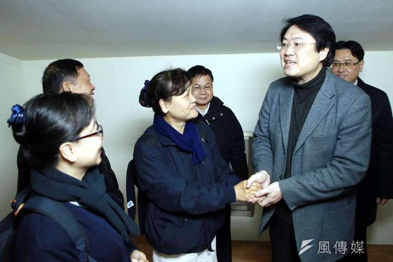 基隆市長林右昌感謝慈濟志工,協助修繕房屋。(圖/張毅攝)
