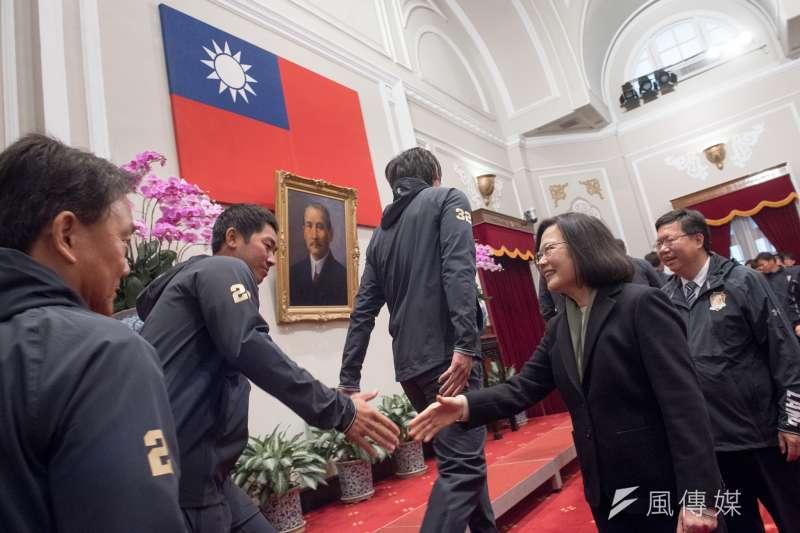 中國國家主席習近平倡言 「中國夢」,蔡英文總統倡議「台灣價值」又有什麼問題。圖為蔡英文接見Lamigo桃猿隊全體隊職員。(取自總統府)