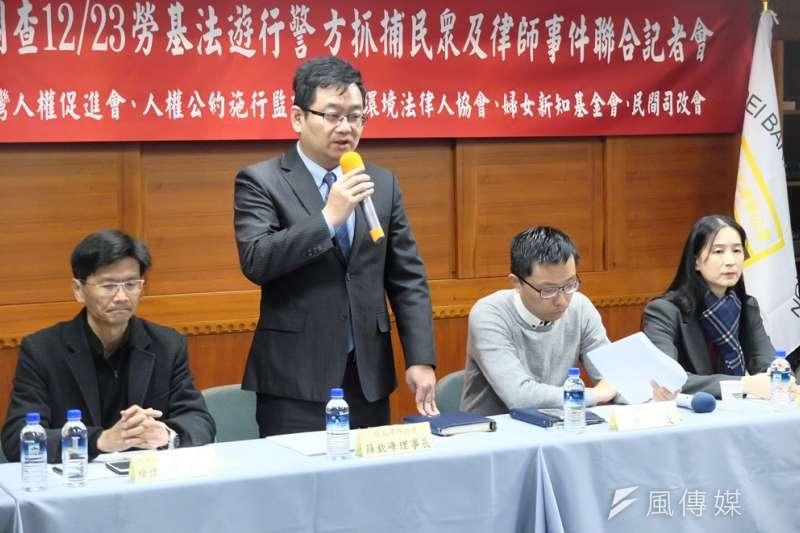 台北律師公會30日召開記者會,籲請監察院調查去年12月23日反修勞基法陳抗行動中,警方抓捕民眾及律師事件。圖為公會理事長薛欽峰。(謝孟穎攝)