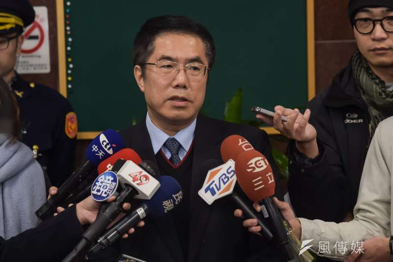 20180201-立法院1日開始新一會期,民進黨立委黃偉哲一早便至立院報到,拔得頭香。(顏麟宇攝)