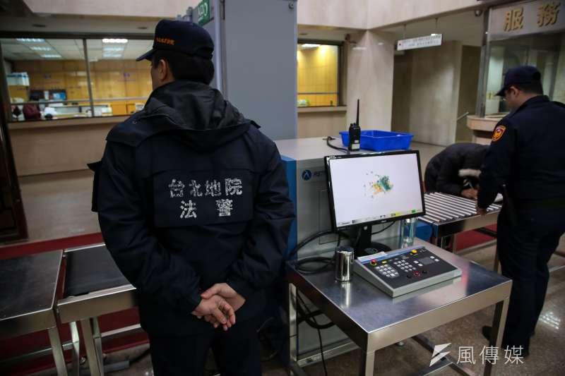 值班費僅70元、每月動輒加班80小時以上,台灣法警究竟多過勞?(顏麟宇攝)