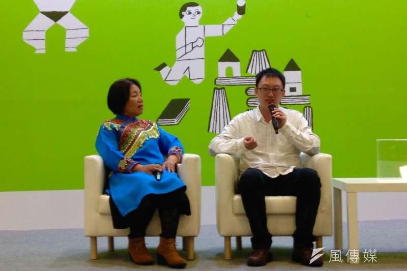 海穹文化7日於台北國際書展舉辦「台灣類型文學母語讀音資料庫」成果發表會,(左起)原民組代表Niun Hanan Istasipal、民間文學學者王人弘。(吳尚軒攝)
