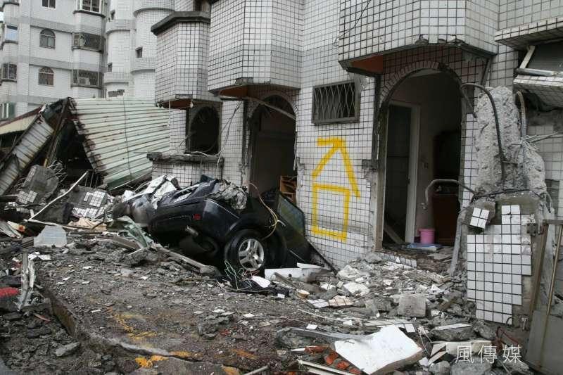2018-02-08-花蓮地震,國盛六街民宅受災情況。(陳明仁攝)