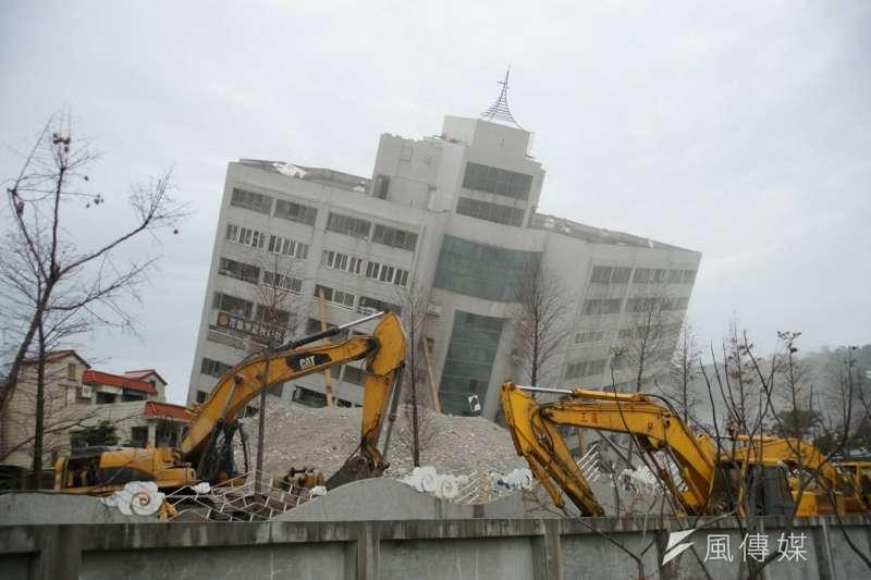 2018年2月16日,花蓮地震災後重建,雲門翠堤大樓(雲翠大樓)拆除中。(資料照片/盧逸峰攝)
