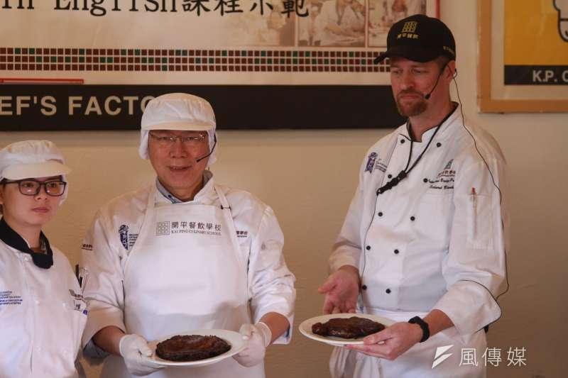 20180309-台北市長柯文哲上午前往北市開平餐飲學校出席公開活動。(方炳超攝)