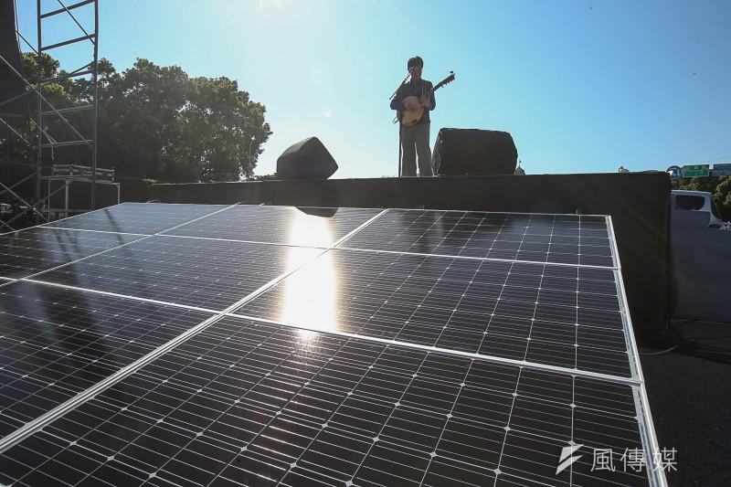 20180311-「面對核電代價,翻轉能源未來」311廢核大遊行,台前設3 KW太陽光電發電設備,提供舞台供電。(陳明仁攝)