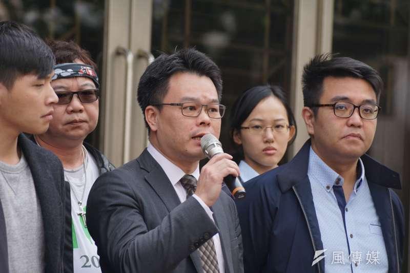 20180313-「318學運案二審宣判」記者會,律師林俊宏發言。(盧逸峰攝)
