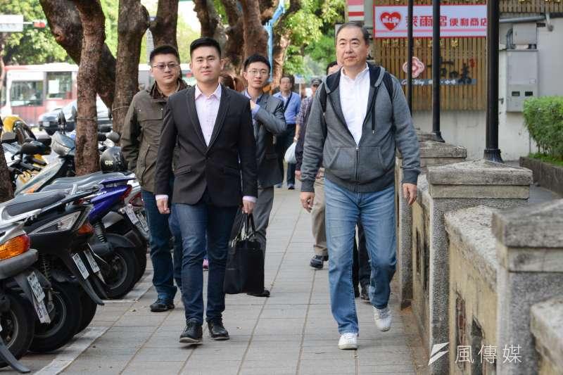 王炳忠等新黨青年軍成員16日下午,再度赴高檢署按鈴,告發賴清德涉犯內亂罪。(資料照,甘岱民攝)