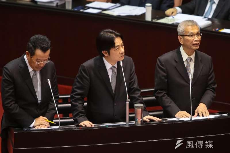 財政部長許虞哲(右)、行政院長賴清德於立院備詢。(顏麟宇攝)