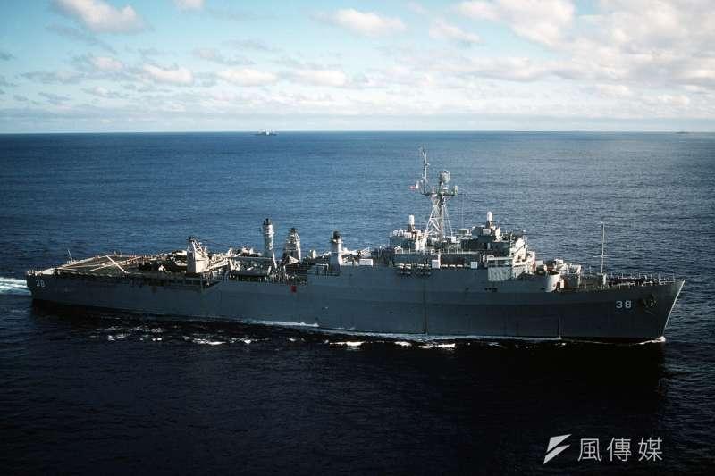目前海軍使用的兩棲船塢運輸艦「旭海艦」使用已久,規劃將由新艦取代。圖為旭海艦。(資料照,Wikipedia/Public Domain)