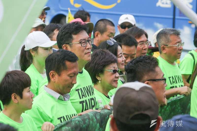 前副總統呂秀蓮,出席立委姚文智發起的「422機蛋大遊行」,展現黨內不禮讓柯文哲的聲音。(陳明仁攝)