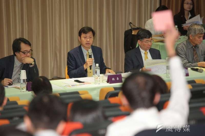 台大代理校長郭大維主持台大臨時校務會議,最後表決決議請教育部儘速聘任新校長。(顏麟宇攝)