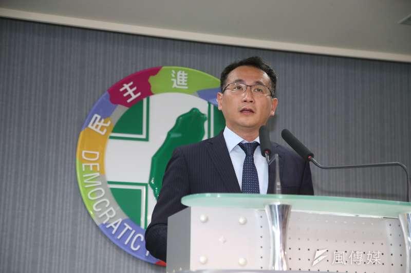 民進黨發言人鄭運鵬轉述選對會有關台北市長選舉的結論。(陳明仁攝)