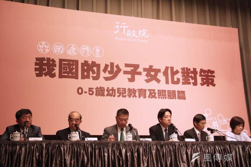 20180516-行政院召開「我國的少子女化對策-0-5歲幼兒教育及照顧篇」記者會。(陳韡誌攝)