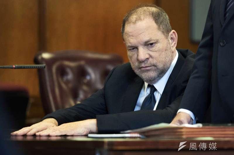 2018年6月5日,好萊塢名製片人、色魔溫斯坦(Harvey Weinstein)首度為自己被指控的性侵罪名出庭(AP)