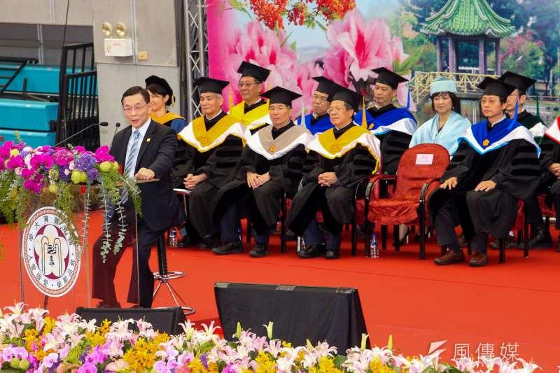 20180610-台灣大學畢業典禮,邀請傑出校友、旺宏總經理盧志遠擔任致詞貴賓。(陳明仁攝)