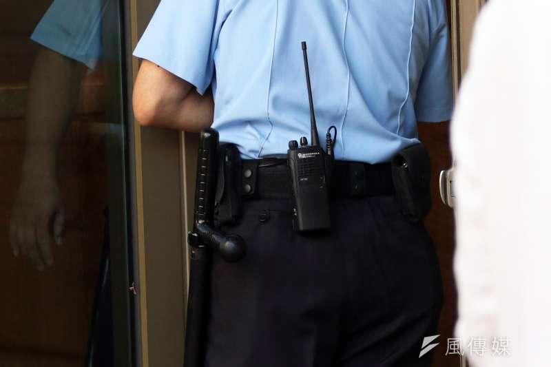 20180612_05.AIT維安圖。警衛人員隨身佩帶T字警棍的非致命性武器。AIT,AIT新館。(蘇仲泓攝)