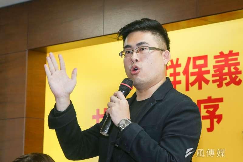 有新黨人士表示,王炳忠去金門選縣議員,勝算應會更高。圖為王炳忠6月開記者會。(陳明仁攝)