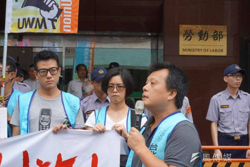台北市產業總工會秘書黃健泰指出,3年前媒體業專案勞動檢查,結果發現所查企業竟全部都違反《勞基法》規定。(陳子萱攝)