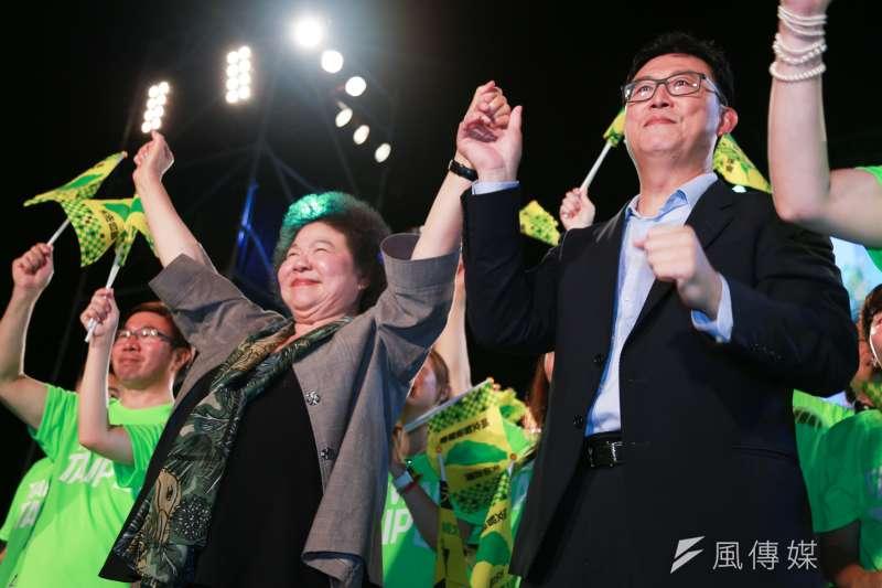 民進黨台北市長參選人姚文智首場造勢晚會,總統府秘書長陳菊壓軸,強調不能讓「保守勢力」復辟。(簡必丞攝)