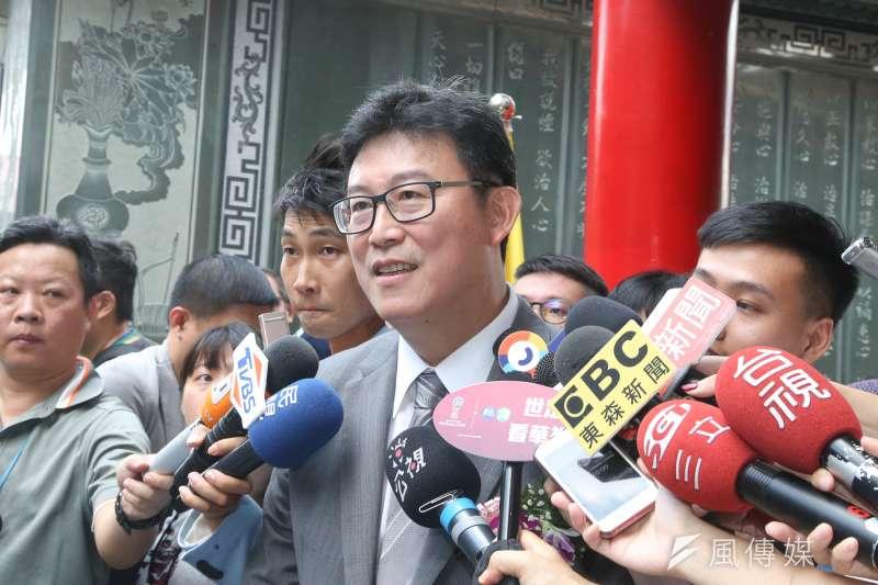台北市長參選人民進黨姚文智,出席指南宮「慶祝孚佑帝君成道紀念大典」。(陳明仁攝)