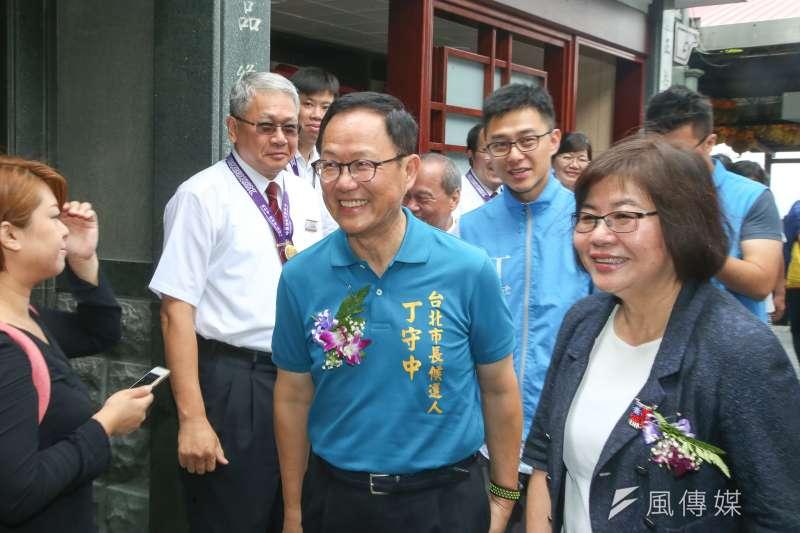 台北市長參選人國民黨丁守中,出席指南宮「慶祝孚佑帝君成道紀念大典」。(陳明仁攝)
