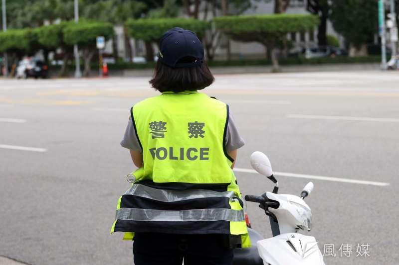女警在警界生存不易,隨時被嘲諷該去減肥整型、學長喝酒就被拉手陪酒、處理性侵案也要被笑。圖中人物與事件無關。(蘇仲泓攝)