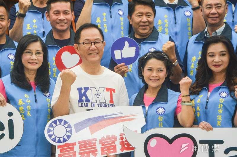 20180710-國民黨台北市長候選人丁守中與議員合影。(曾定嘉攝)