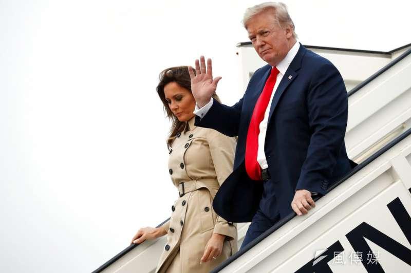 「『流氓總統對付流氓國家』的說法,讓他們最終對川普『放下』。」圖為美國總統川普與第一夫人梅蘭妮亞乘專機「空軍一號」抵達比利時布魯塞爾。(資料照,美聯社)