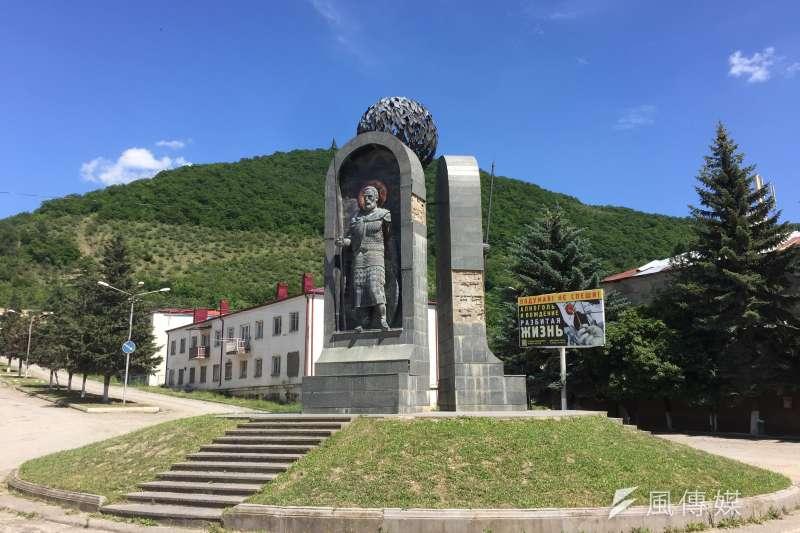 南奧塞梯亞戰時攻下原屬喬治亞的列寧哥里,圖為列寧哥里市中心的雕像(簡恒宇攝)