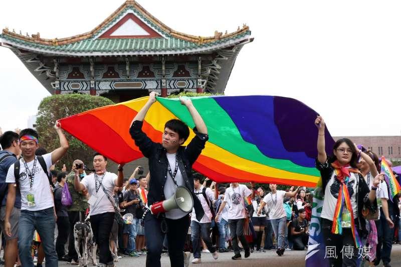 未來對於同性伴侶領養子女,可能解決方式,可能是適用《民法》第1074條之收養規定。(資料照,蘇仲泓攝)