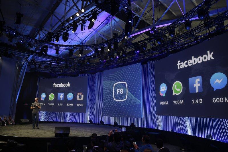 祖克柏在臉書開發者大會擘劃出一個更大的臉書版圖。(美聯社)