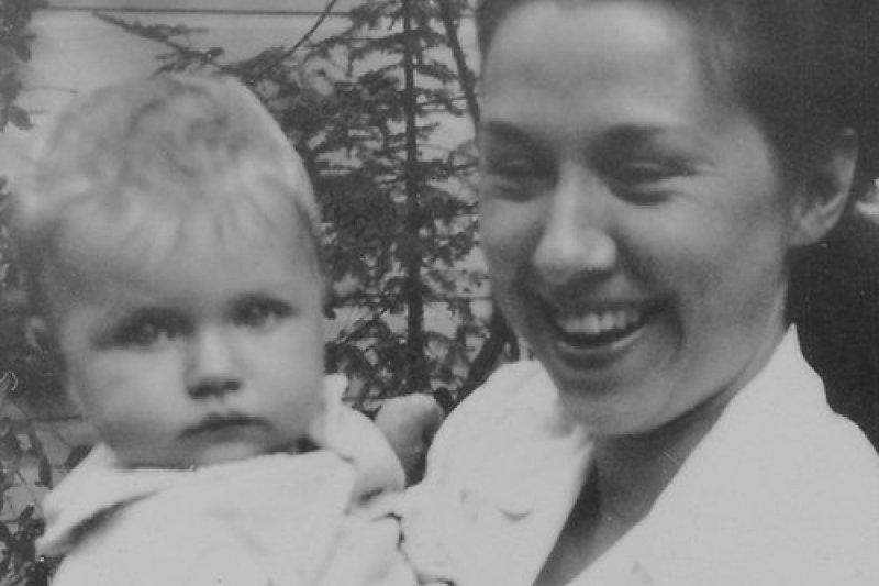 希拉蕊(左)與母親。(取自希拉蕊競選網站)