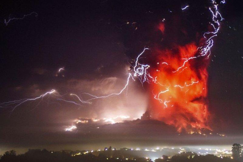 智利中南部地區的卡爾布科火山(Volcán Calbuco)