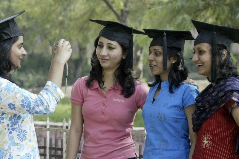 印度女性求學之路越來越廣,但求職之路仍然比男性辛苦。