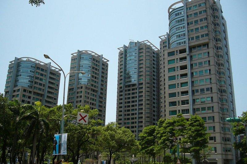 「想要攻破高房價問題,還是必須實地了解房地產業的真正運作模式。」(取自維基百科)