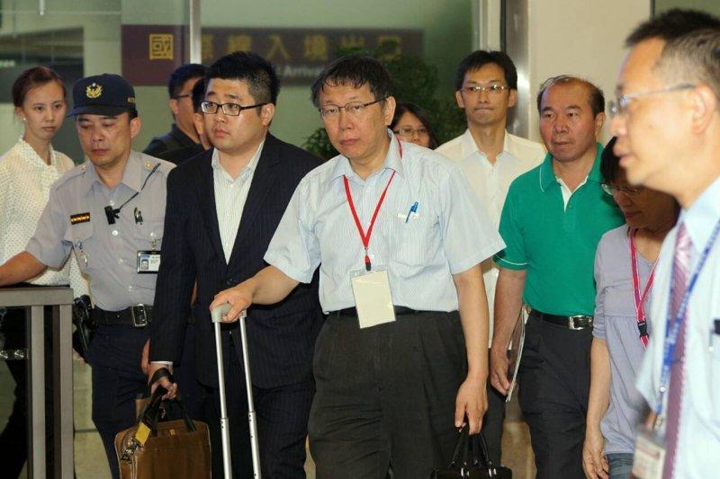 20150819-雙城論壇結束,柯文哲自上海返台-蘇仲泓攝