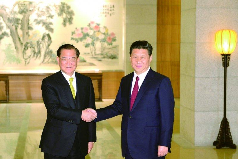 北京將於9月3日舉紀念抗戰勝利70週年大閱兵,前副總統連戰(左)已接獲邀請並確定出席,亦將與中國國家主席習近平。(資料照,中新社)