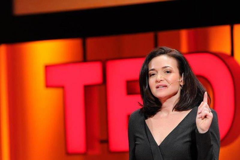 臉書營運長雪柔‧桑德伯格(Sheryl Sandberg)喪夫之後,希望能陪伴孩子走過失去父親的這段路。而她向好友亞當‧格蘭特(Adam Grant)學到:「韌性不是固定不變的人格特質,而是一輩子的功課。」(圖/Lean In @ facebook)