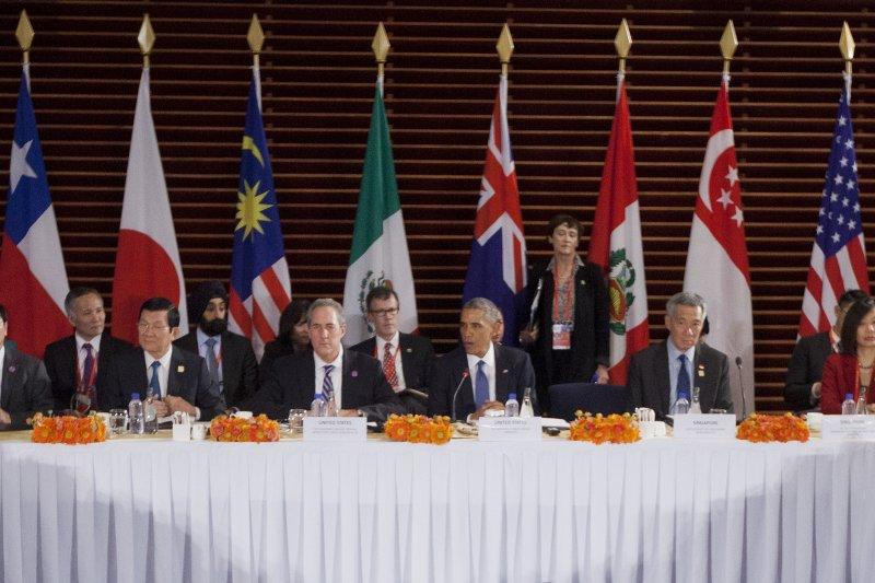 TPP完成談判,許多國家已爭相表示要加入「第2班」。圖為成員國領導人(資料照片,美聯社)