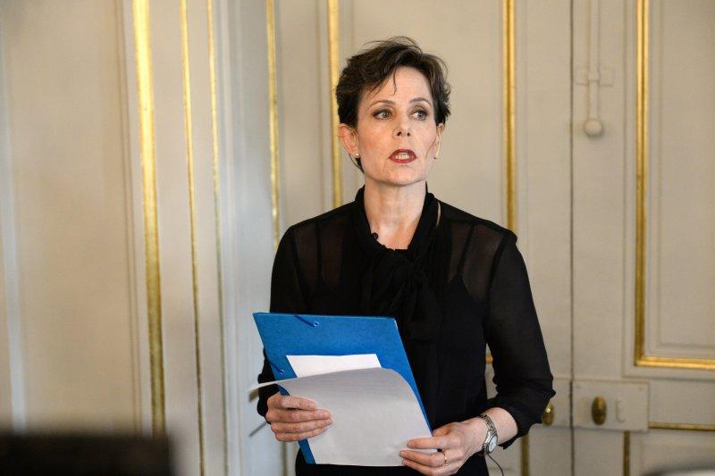 瑞典學院主任祕書戴紐斯(Sara Danius)宣布2015年諾貝爾文學獎得主(美聯社)