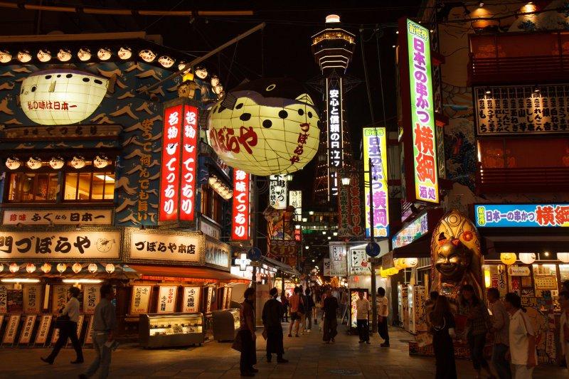 通天閣現在是大阪的精神象徵之一,然而網路評論這的旅遊價值卻不如歷史意義來的高(圖/Indrik myneur@flickr)