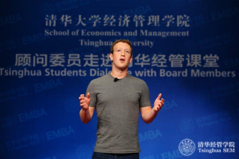 祖克伯在北京清大用中文演講授課。