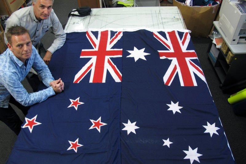 澳洲與紐西蘭的國旗幾乎長得一樣,你分得出來誰是誰嗎?(美聯社)