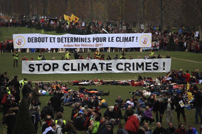 巴黎氣候變遷峰會達成巴黎協定,未來各國要推動減碳,對台灣而言可謂「既喜又憂」。(美聯社)