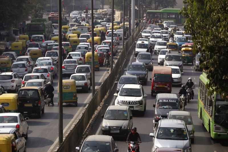 印度首都新德里車滿為患,空氣汙染嚴重(美聯社)