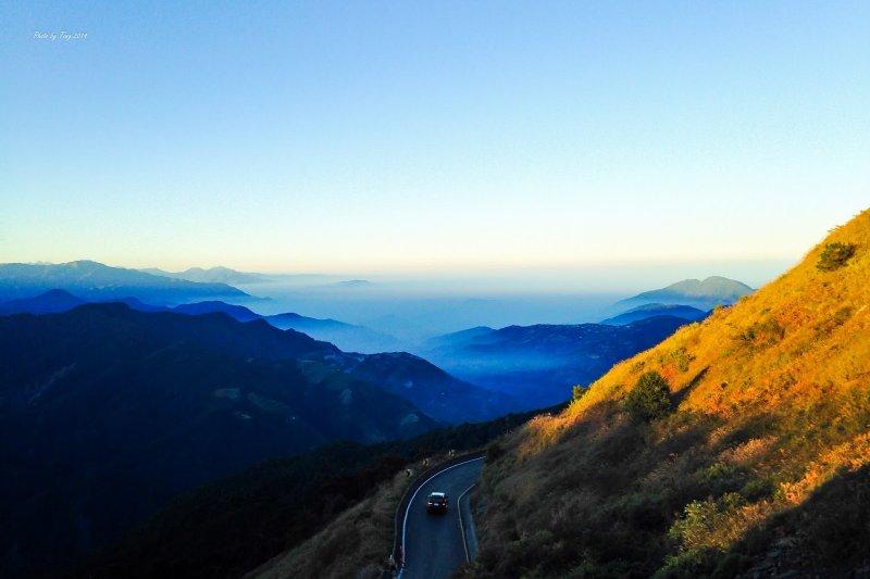 隨著山海蜿蜒的絕美公路揉合著人文歷史與自然奇景,一起上路吧!(圖/轉載自kkday)