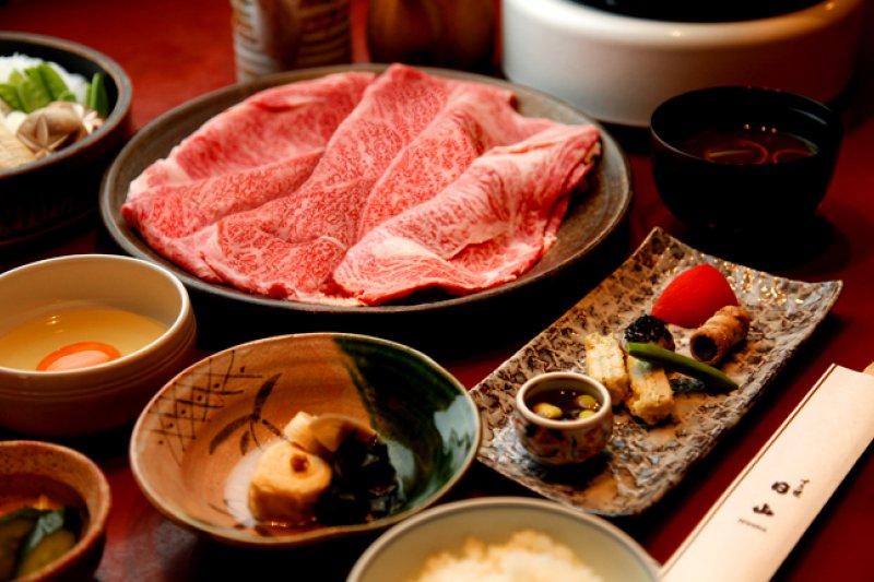 衛福部食藥署17日預告,最快9月開放和牛進口。(圖/轉載自TSUNAGU JAPAN)